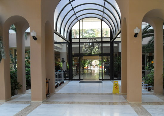 Turquoise Resort Hotel & Spa: The front of the Hotel into the reception.