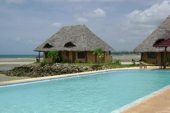 Maruhubi Beach Villas: Villa no.1 and Pool  View