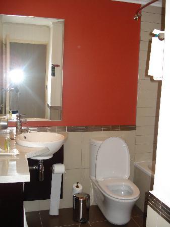 Garden Court Nelson Mandela Boulevard: bathroom