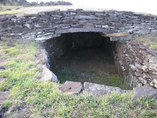 Orongo: Tangata Manu stonehouse