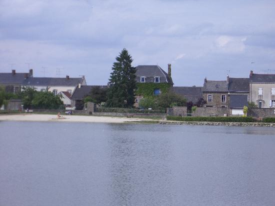 Le Pertre, Francia: La Maison du Triskel taken from the lake.