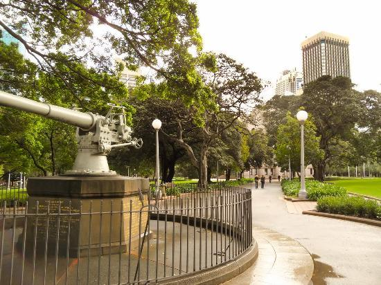 Anzac War Memorial: At the entrance to Hyde Park