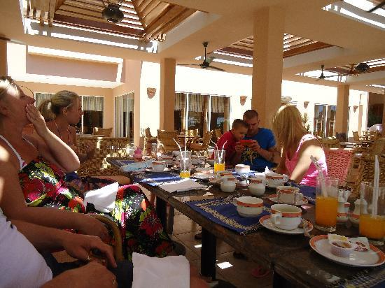 Mövenpick Resort Hurghada: Our gang at breakfast