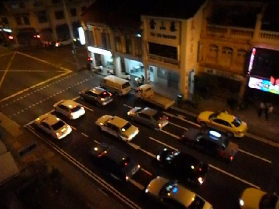 Classique Hotel: jalan besar at night from our window