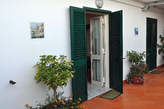 Ravello Rooms: External