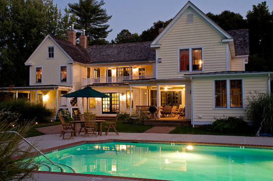 George Brooks House B&B: Enjoy our pool and hot tub!