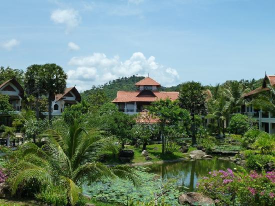 Rawi Warin Resort & Spa: Anlage mit wunderschönem Garten