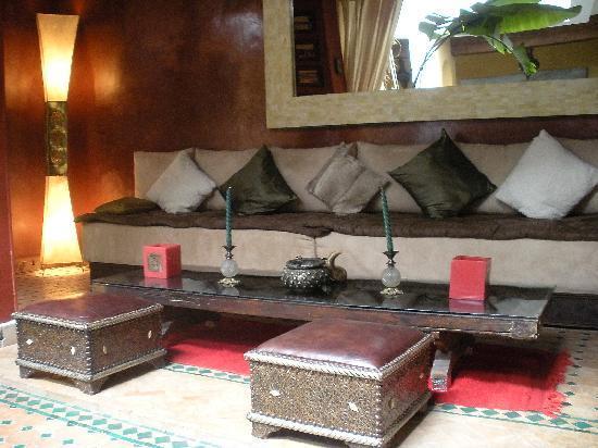 Riad Aguaviva: pedazo salón para terminar las veladas bebiendo una cerveza