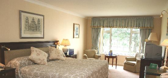 Nuremore Hotel and Country Club: Bedroom