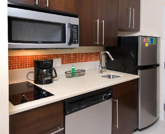 TownePlace Suites San Antonio Downtown: Kitchenette in all Suites