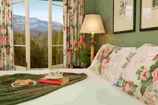 Buckhorn Inn: Wake up with the mountains outside your window.