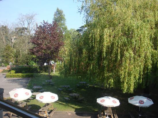 Premier Inn Stroud Hotel: Pretty view from bedroom window