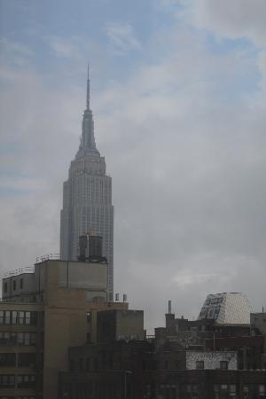 Holiday Inn Express New York City Times Square: view of Empire State Building from street side room 27th floor