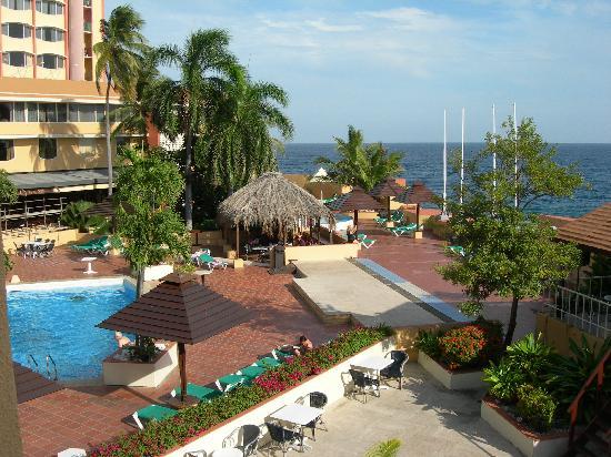 Plaza Hotel Curacao: het uitzicht vanuit onze kamer met balkon