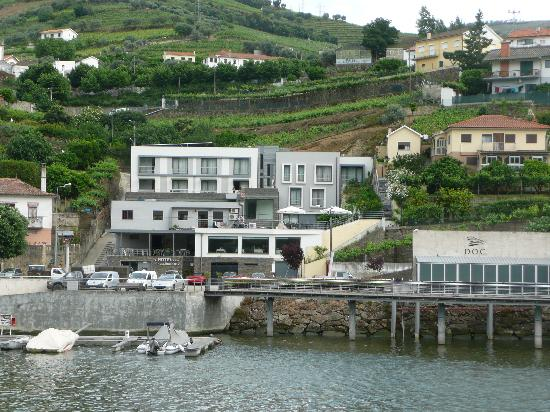 Folgosa, Portugal: View of hotel from the river