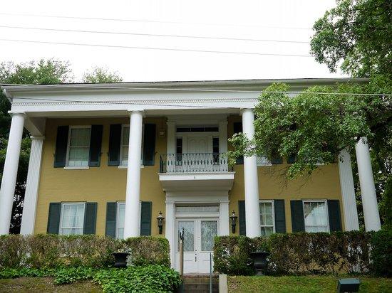 Anchuca Historic Mansion & Inn: Anchuca Mansion