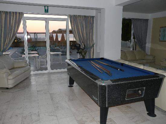 Top Hotel Chania: play pool by the pool