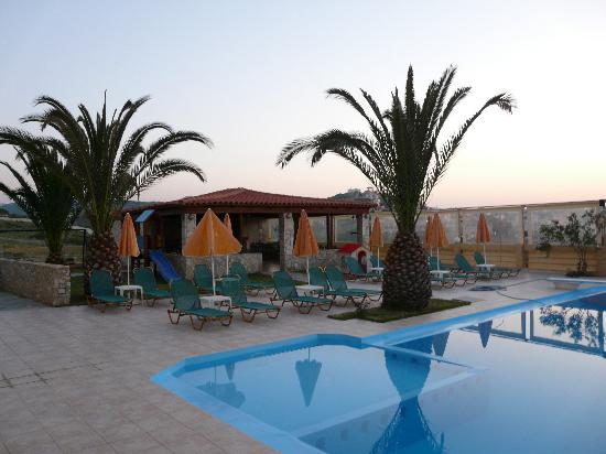 Top Hotel Chania: pool bar