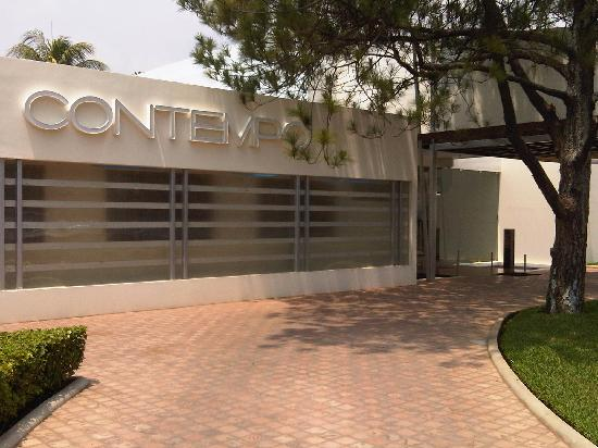 Hotel Contempo: Hotel Entrance