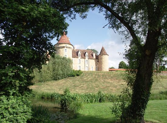 Domaine des Etangs : The chateau as seen from the grounds
