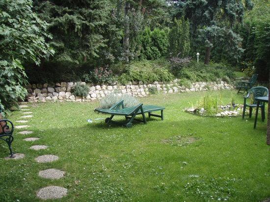 Korona Panzio: Korona Garden