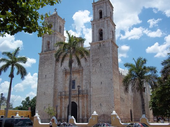 Cancun With Me Day Tours: The cathedral in Valladolid