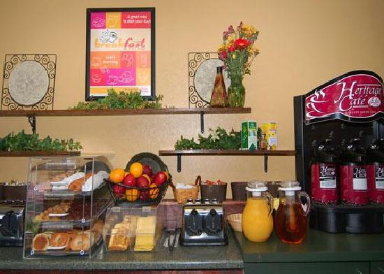 Econo Lodge: Free Deluxe Continental Breakfast
