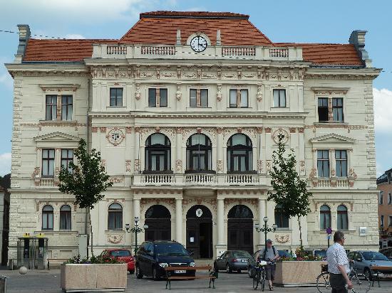 Espresso Segafredo : Blick aufs Rathaus am Hauptplatz