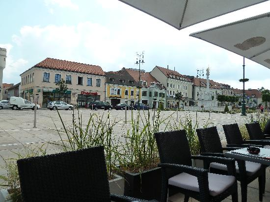 Espresso Segafredo : Blick auf den Hauptplatz
