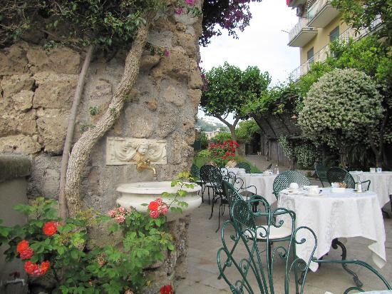 Antiche Mura Hotel: outdoor dining