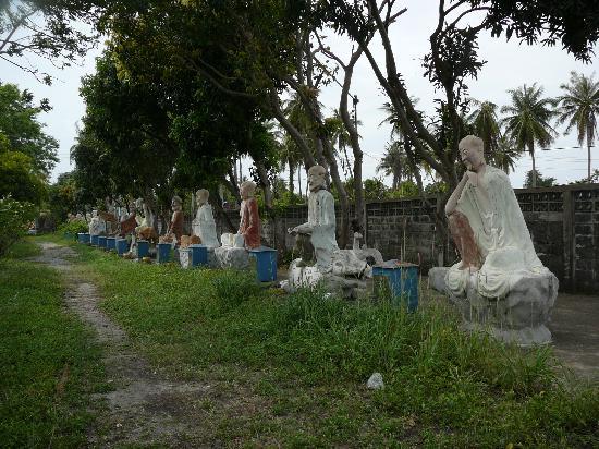 The Wang Saen Suk Hell Garden: 18 arhats