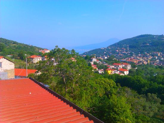 Pimonte, Italia: panorama dal balcone