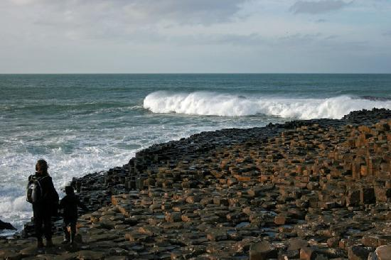 Tavnaghoney Cottages: Breakers:Giant's Causeway