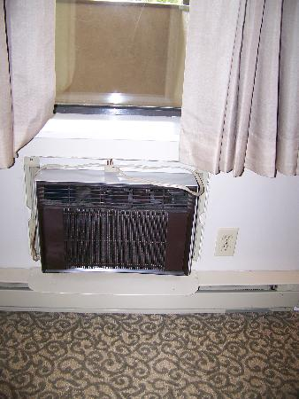 Grouse Creek Motel: Air Conditioner