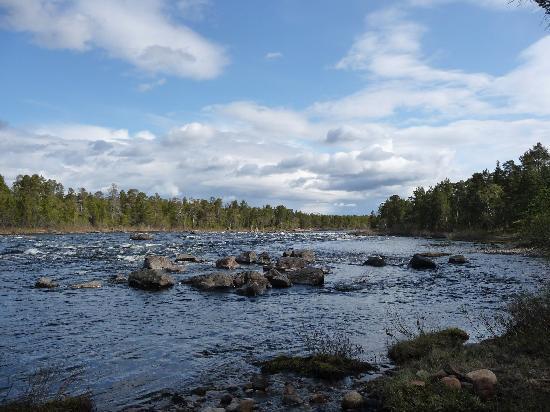 Tradition Hotel Kultahovi Inari: El rio  Juutuanjoki