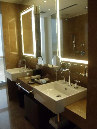 The Westin Lima Hotel & Convention Center : Vanity zinc area