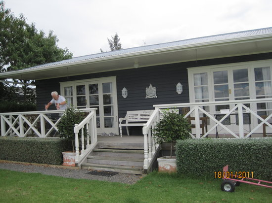 Bycroft Lodge Bed and Breakfast : The Cottage from Outside