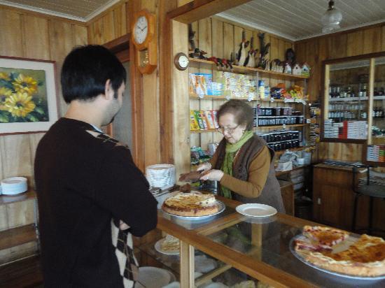 Hosteria Trayen: Señora Blanca con sus delicias