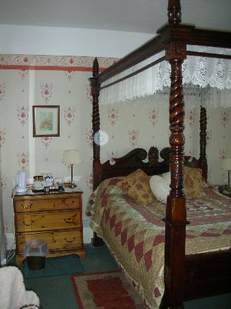 Kirkwood Guest House: Room inside (bathroom ensuite)