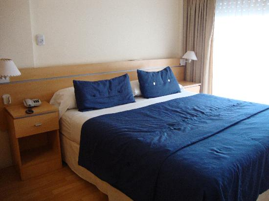 Callao Suites: double bed