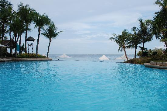 Shangri-La's Mactan Resort & Spa: infinity pool