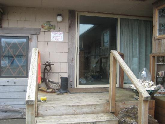 Gull Wing Inn: Front porch of site #3