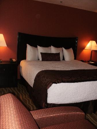 Best Western Plus Corning Inn: The rooms!