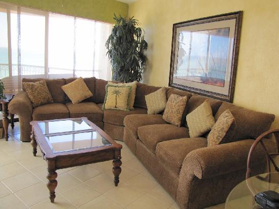 Sonoran Sea Resort: Very comfy couch.