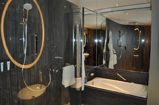 โฮเต็ล ไอคอน: the bathroom