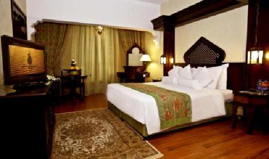 Arabian Courtyard Hotel & Spa: Room