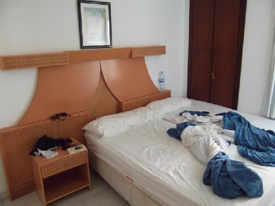 Apartamentos Europa: Schlafzimmer mit zusammengeschobenen Einzelbetten.