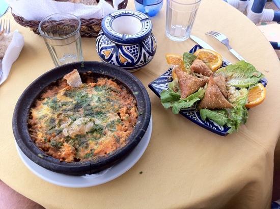 Al Fath Hotel: tajine de keftha aux œufs et briouates de poulet !