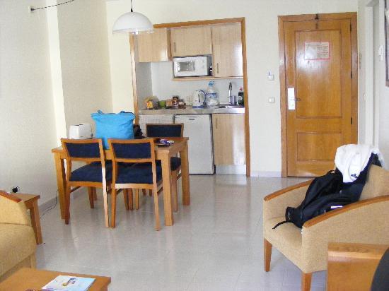 Hipotels Coma Gran Aparthotel: Dining/kitchen area