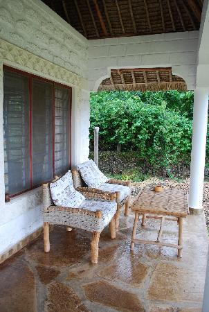 Simba + Oryx Beach Cottages: Veranda